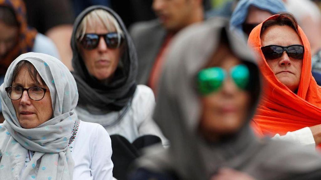 Aksi Solidaritas Wanita New Zealand Ramai-ramai Berkerudung