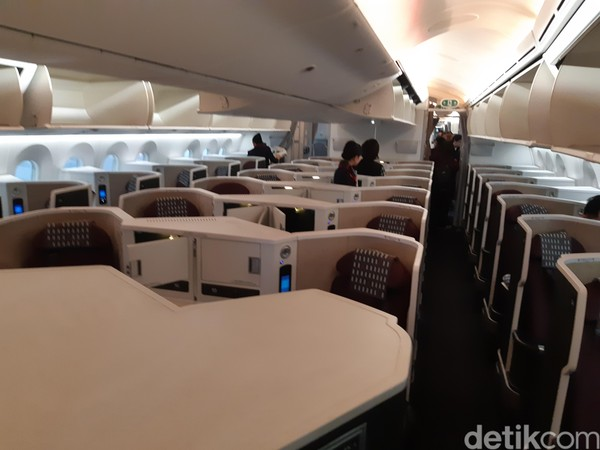 JAL memberikan beberapa kenyamanan untuk penumpang. Dalam perjalanan sekitar 7 jam Jakarta ke Jepang di pesawat Boeing 787-7 Dreamliner, wisatawan bisa menikmati banyak hal (Bonauli/detikcom)