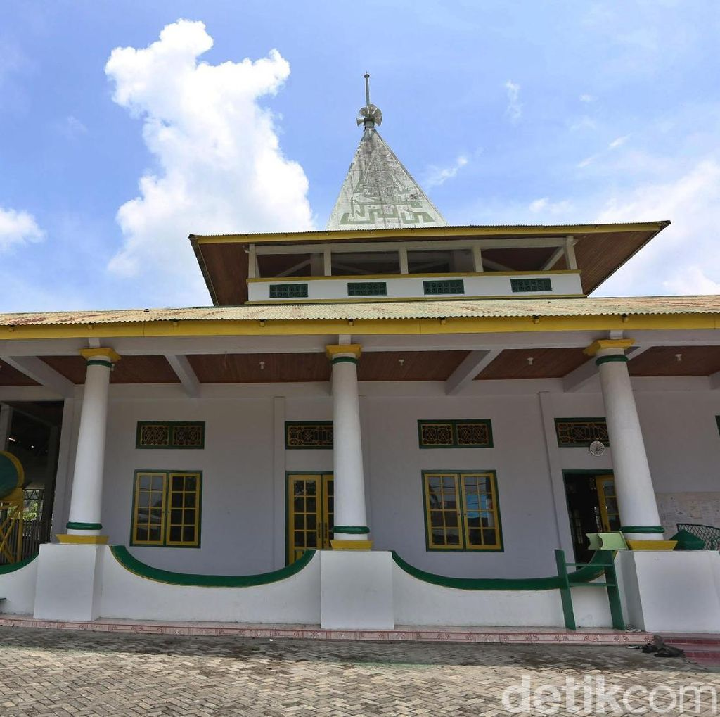 Tentang Masjid Tertua di Bacan dan Mata Air Keramat