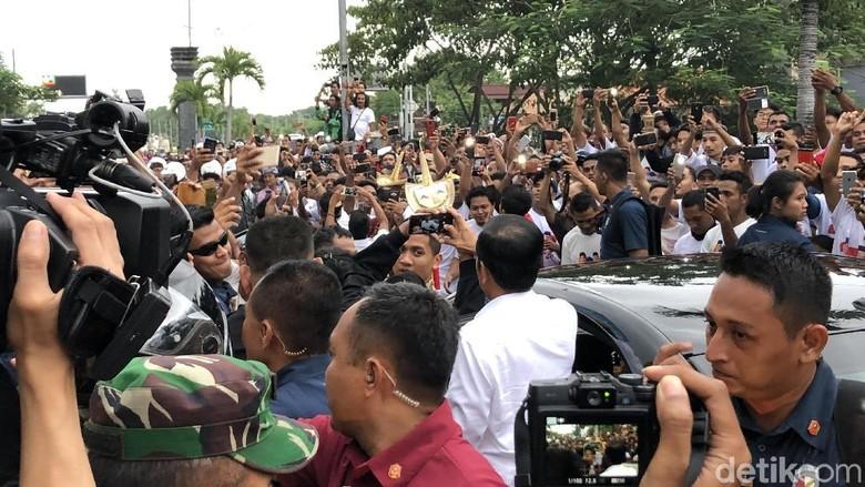 Diuyel-uyel Warga, Jokowi: Minta Maaf Kalau Saya Eror Sedikit