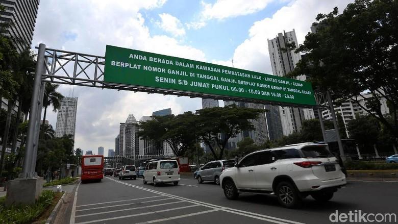 Ganjil genap di Jakarta Foto: Agung Pambudhy