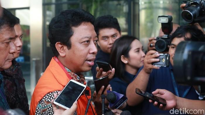 Eks Ketua Umum PPP Romahurmuziy diperiksa KPK (Ari Saputra/detikcom)