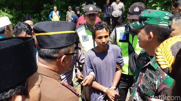 Pelaku yang mengacak-acak Masjid Daarussalam, Banyumas.