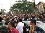 Warga Bali Tumpah ke Jalan Sambut Jokowi di Pasar Badung