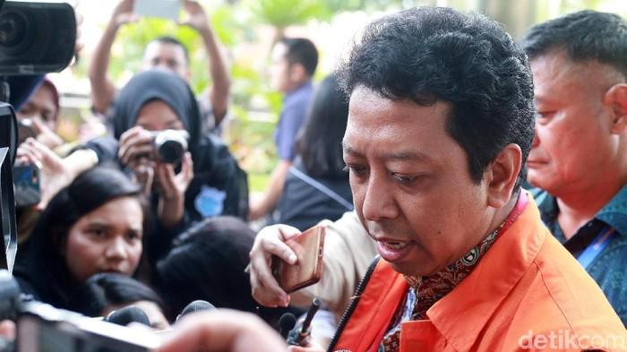 Eks Ketua Umum PPP Romahurmuziy diperiksa KPK. (Ari Saputra/detikcom)