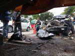 Video Panther Seruduk Truk di Probolinggo, 6 Orang Tewas