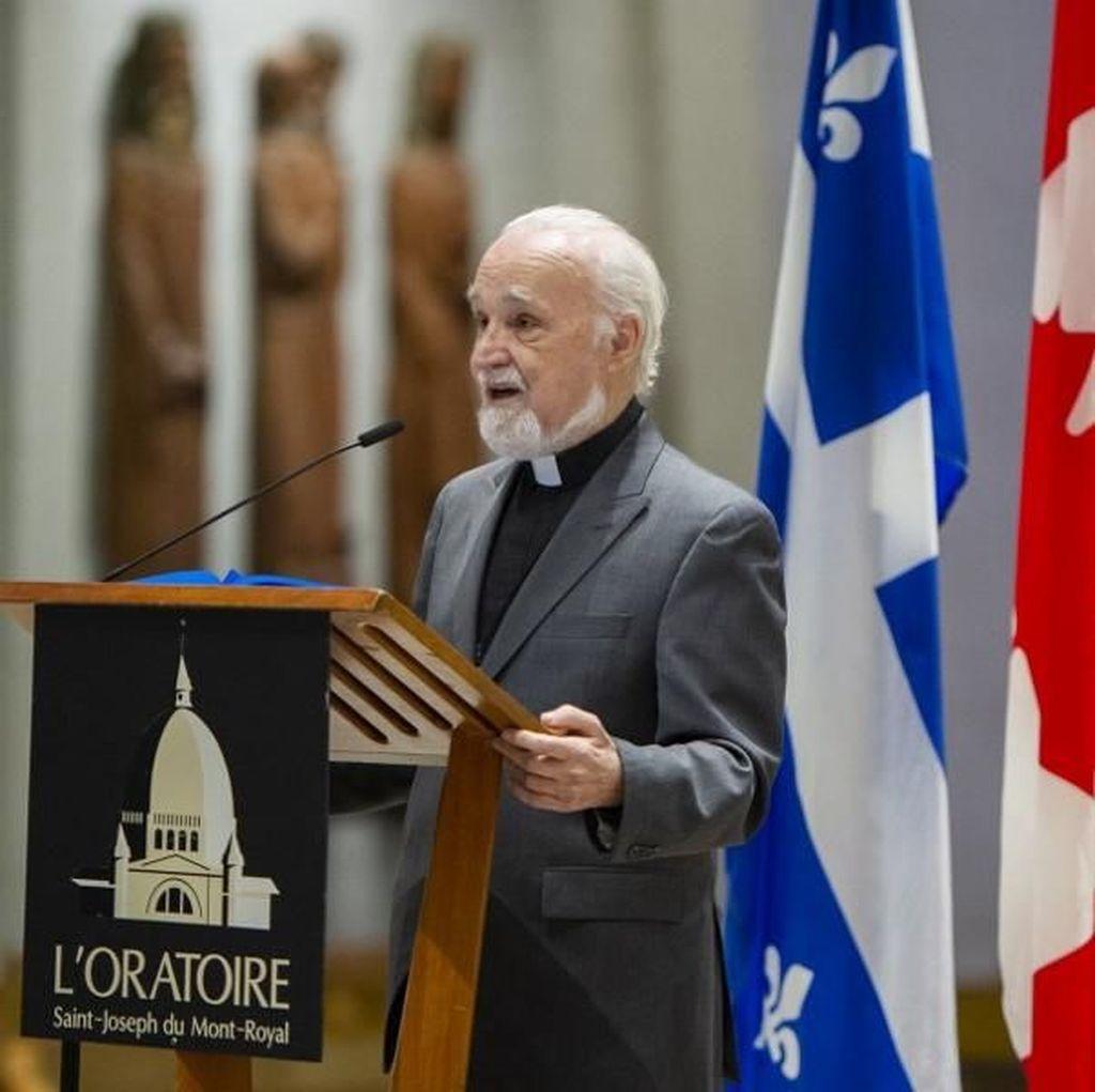 Detik-detik Pastor Kanada Ditikam saat Misa