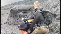 Cerita Turis yang Banting Petugas Saat Dihalangi Naik Kawah Bromo