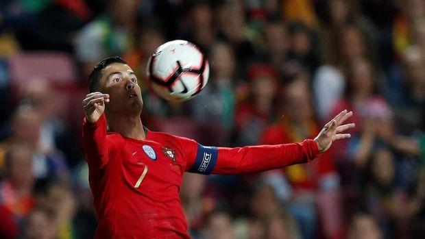 Ronaldo Saat Ladeni Fan Madrid: Kamu Punya Jersey Juventus?