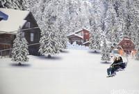 Suasananya dibuat seperti di negara Swiss dengan salju buatan yang tebal (Rachman/detikcom)
