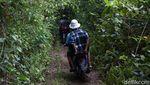 Menikmati Keindahan Telaga Biru di Pulau Mandioli