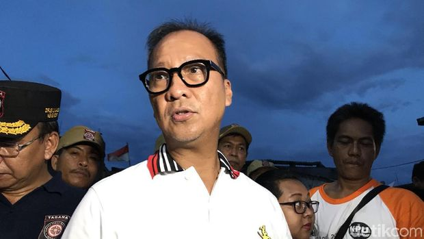Mensos Agus Gumiwang di lokasi kebakaran Krukut Jakarta Barat