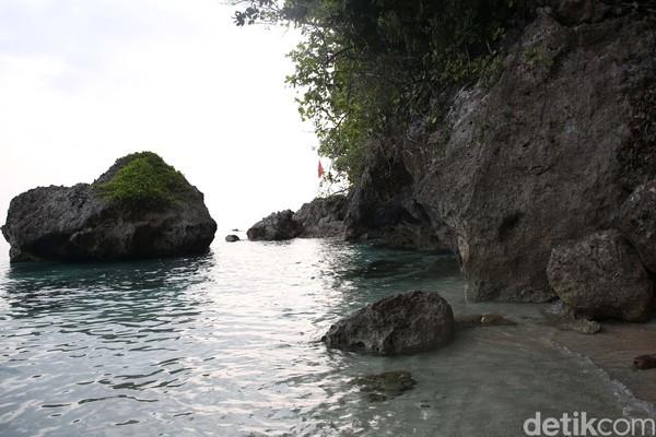 Sampailah di tepian Pantai Tanjung Mangga setelah sekitar 20 km perjalanan dalam waktu sejam. Tempatnya jauh dari perkampungan. (Danu Damarjati/detikcom)