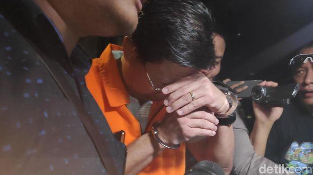 Pakai Rompi Oranye, Direktur Teknologi Krakataul Steel Ditahan KPK