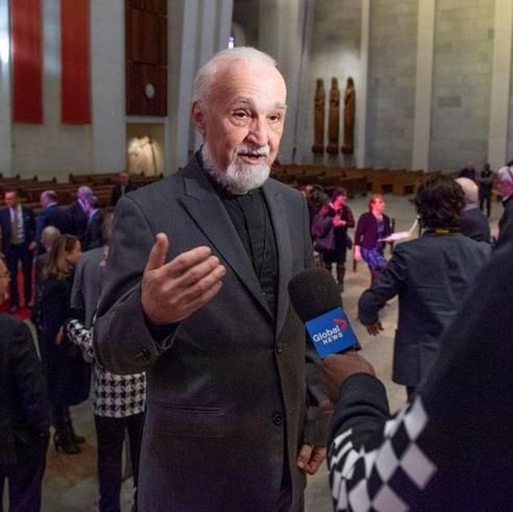 Luka Ringan Usai Ditikam di Depan Jemaat, Ini Kata Pastor Kanada