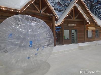 Brrr! Asyik dan Seru Main Salju di Trans Snow World Bekasi