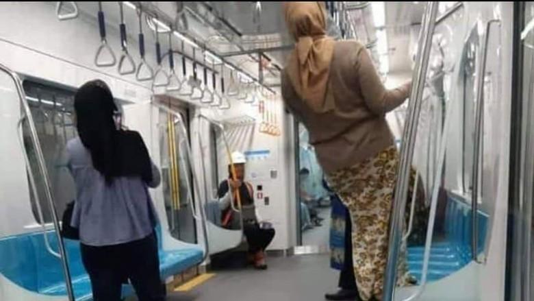 MRT Sesalkan Perilaku Penumpang yang Gelantungan hingga Injak Kursi Kereta