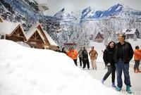 Menggunakan mesin khusus, salju yang ada pun adalah asli seperti di alam (Rachman/detikcom)