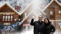 Ada salju! Alasan berikutnya kenapa kamu harus ke Trans Snow World Juanda. Ketimbang kamu liburan jauh-jauh ke luar negeri untuk melihat salju di negara 4 musim, lebih hemat kamu ke sini saja (Rachman Haryanto/detikcom)