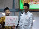 Dialog dengan Santri API, Jokowi Diberi Tulisan Ojo Nesu