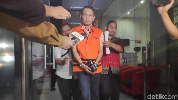 Direktur Krakatau Steel Bergaji Besar tapi Terima Suap, Ini Kata Dirut