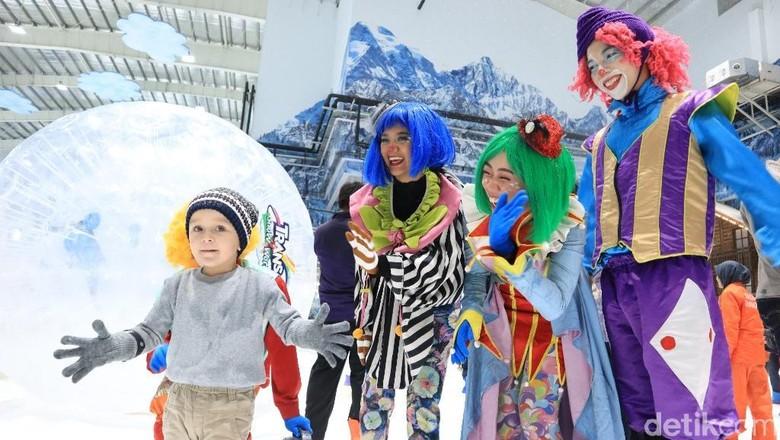 Keceriaan pengunjung Trans Snow World (Johanes Randy/detikcom)