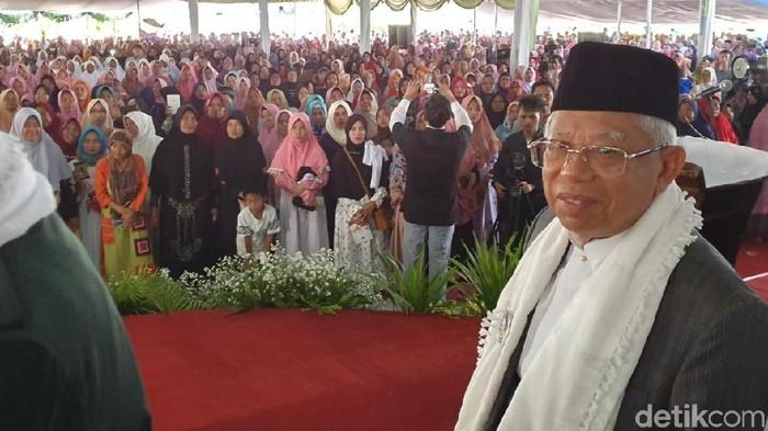 Cawapres Maruf Amin menyebut ibu-ibu sangat antusias mendukungnya saat melakukan kampanye akbar di Banten. (Lisye/detikcom).