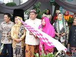 Warga Padati Jalan Nikmati Parade Budaya dan Bunga Surabaya Vaganza