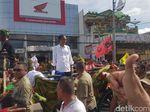 Potret Jokowi Kampanye Naik Kereta Kuda di Serang