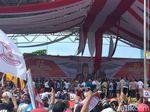Tutup Kampanye Akbar di Makassar, Prabowo Diarak ke Tengah Massa