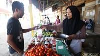 Beginilah suasana Pasar Lama Desa Madopolo, Obi Utara, Halmahera Selatan, Maluku Utara, beberapa waktu lalu.