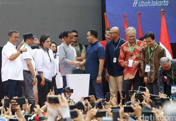 Peresmian MRT Jakarta juga dihadiri Gubernur DKI Jakarta Anies Baswedan, Menteri Keuangan Sri Mulyani, dan Menteri Perhubungan Budi Karya Sumadi.