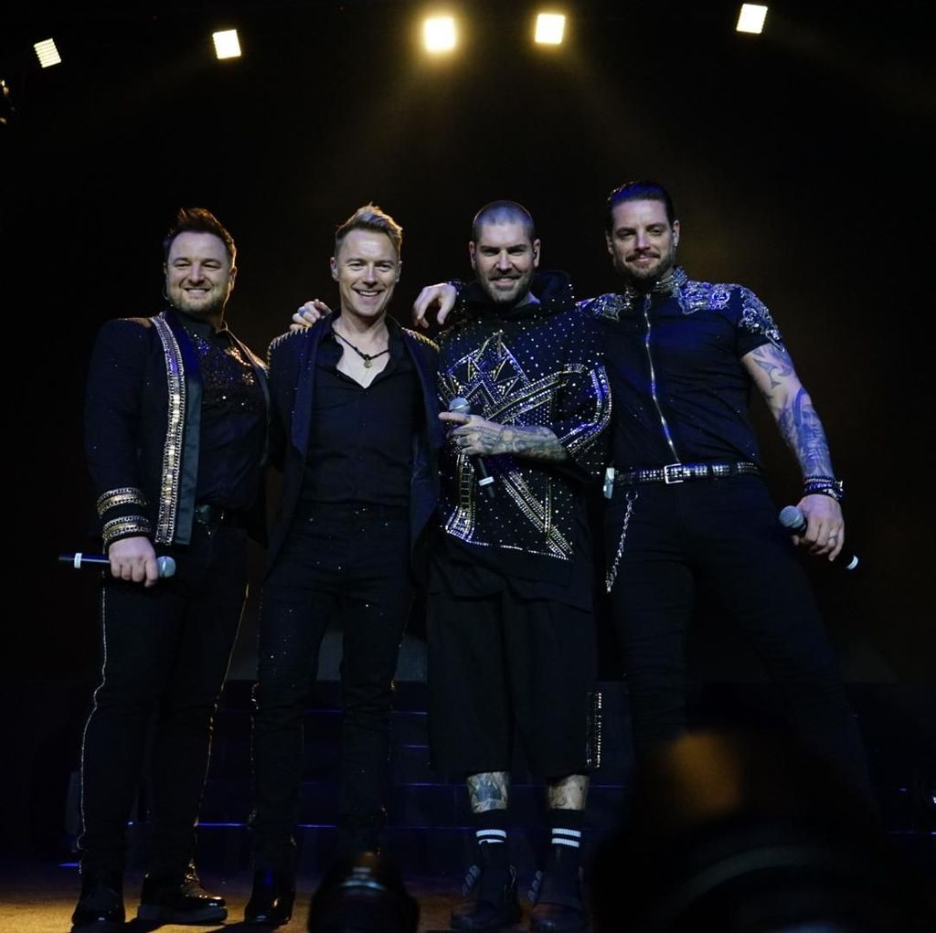 Boyzone Kenang Stephen Gately di Konser Perpisahan: Ia Akan Tetap bersama Kami
