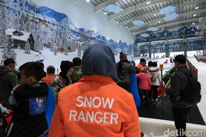 Taman rekreasi salju ini dijamin keamanannya. Snow Ranger selalu siaga menjaga keselamatan wisatawan (Randy/detikTravel)