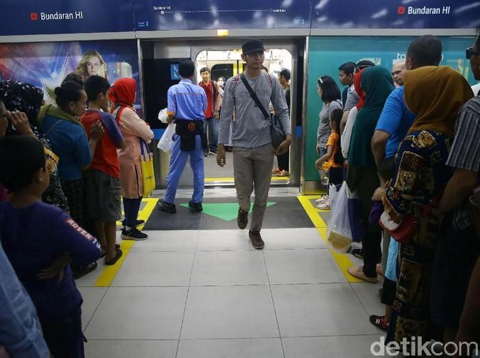 MRT Jakarta. Foto: Grandyos Zafna