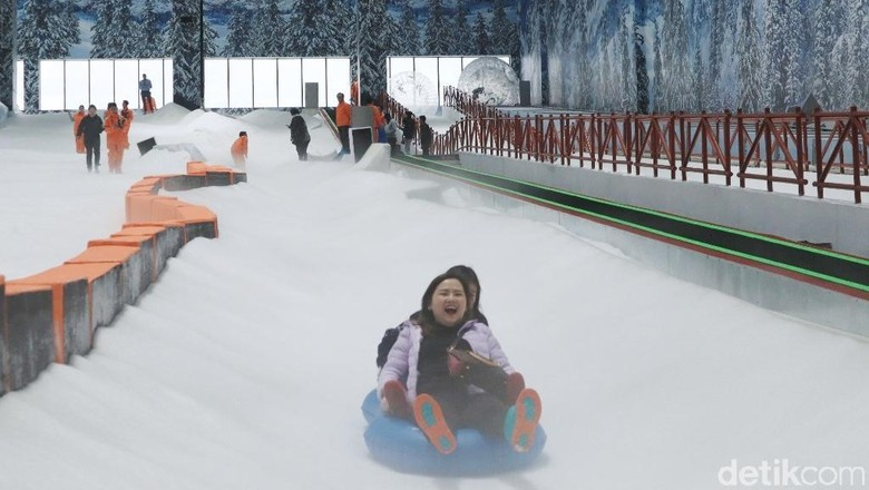Suasana liburan di Trans Snow World Juanda Bekasi (Randy/detikcom)