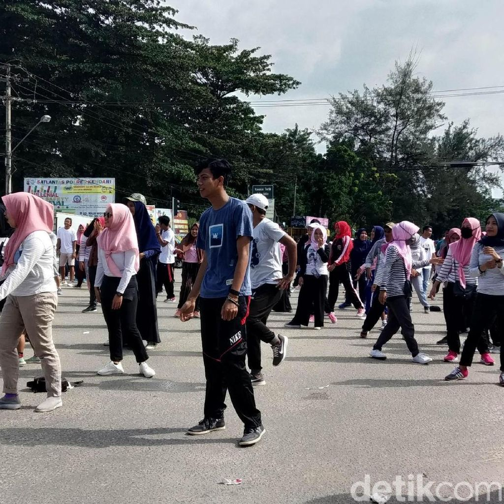 Emak-emak Pendukung Prabowo-Sandi Gelar Senam Akal Sehat