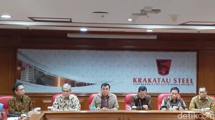 Foto: Konferensi pers PT Krakatau Steel (Adhi Indra Prasetya/detikcom)