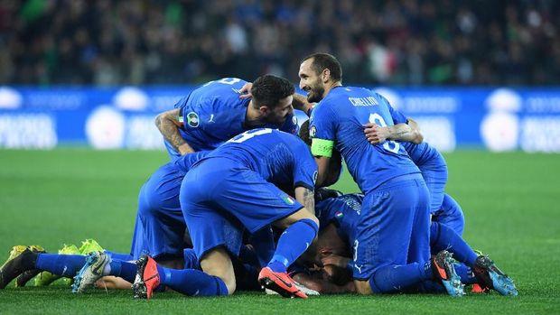 Italia kalahkan Finlandia 2-0.