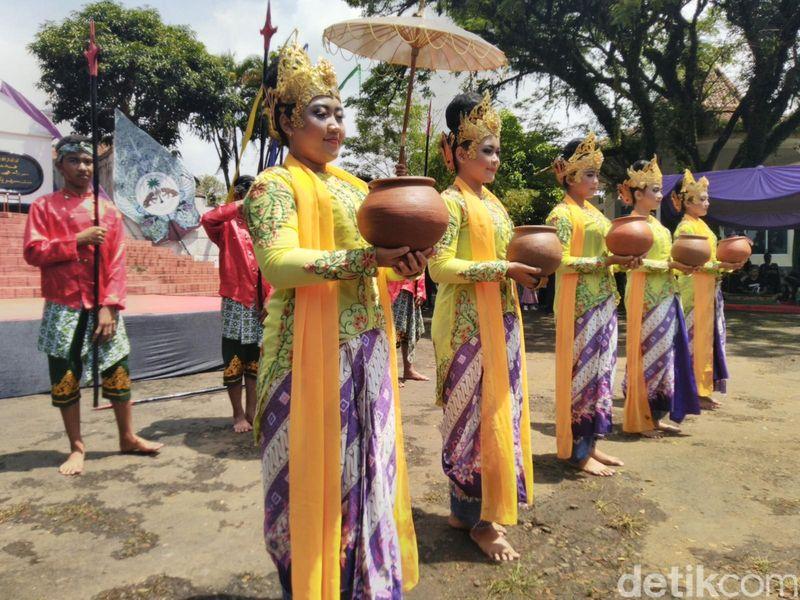 Kerajaan Galuh pernah berdiri di Ciamis, Jawa Barat. Momen mengenangnya diisi dengan pawai menarik dan kehadiran raja-raja Nusantara (Dadang/detikcom)