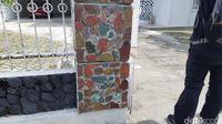 Melihat Batu Bacan 1,5 Ton di Keraton, Betul Bisa Berubah Warna?