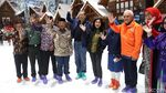 Momen CT dan Istri Jajal Wahana Trans Snow World Juanda