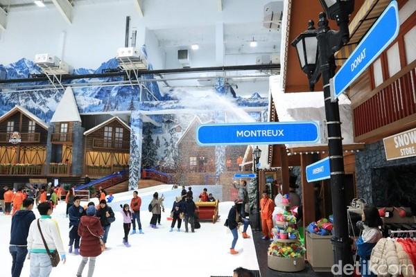 Setelah memakai sepatu boot dan gelang, traveler bisa langsung masuk menuju area permainan salju. Suasananya dibikin mirip Swiss (Randy/detikcom)
