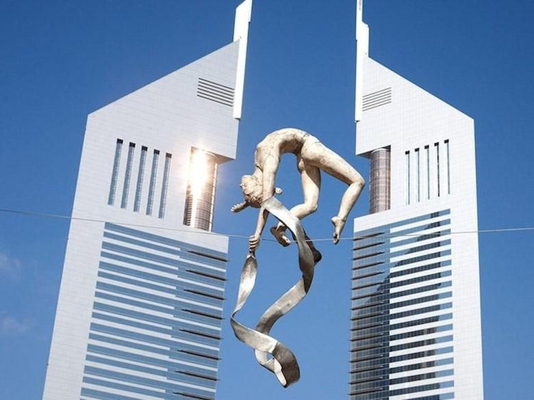 Tabrak Aturan Seni, Patung Penangkal Gravitasi Ini Dipuji Dunia