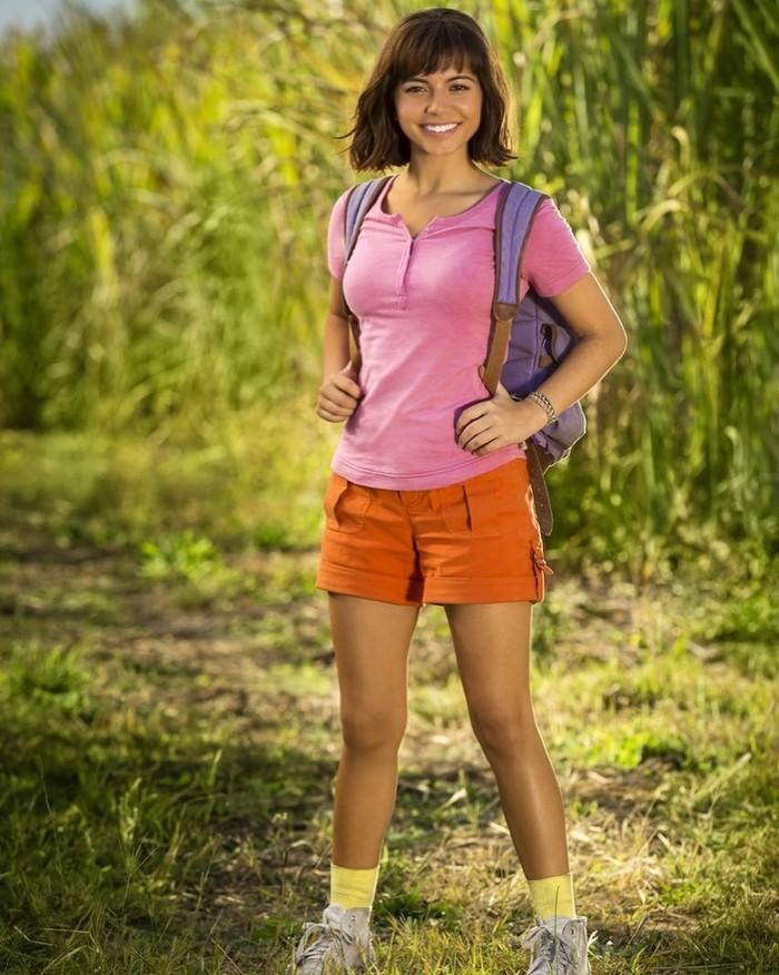Ini nih penampilan Isabela saat jadi Dora. Menurut kamu, ia cocok nggak dengan sosok kartun keluaran Nickelodeon itu? Foto: Instagram isabelamoner