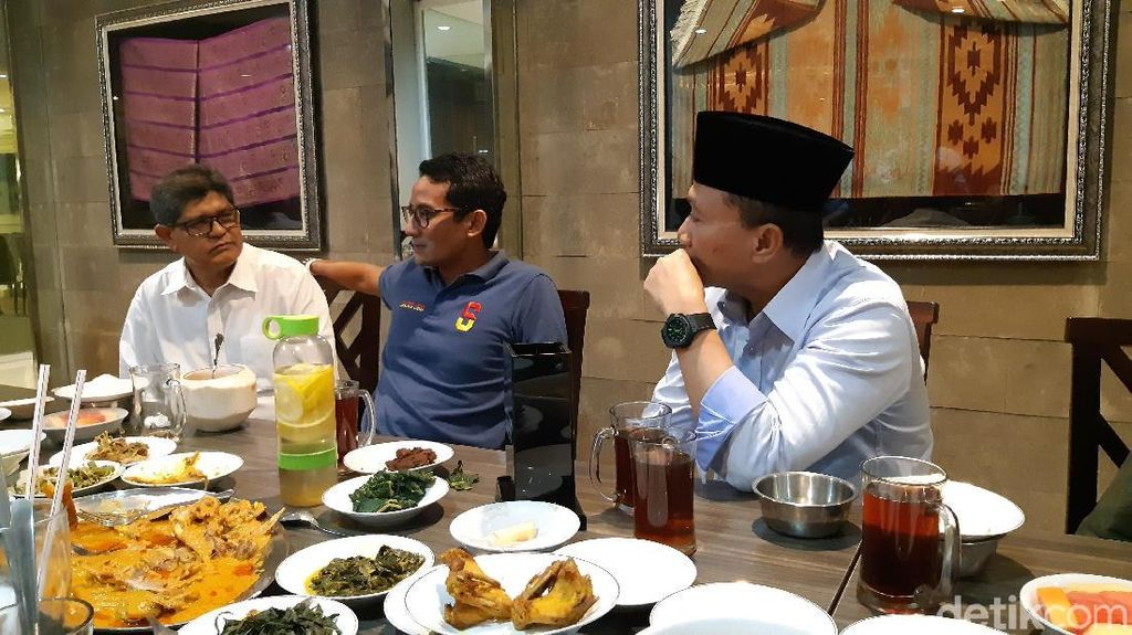 Momen Sandiaga Buka Puasa di Sela Kampanye Akbar di Jakarta