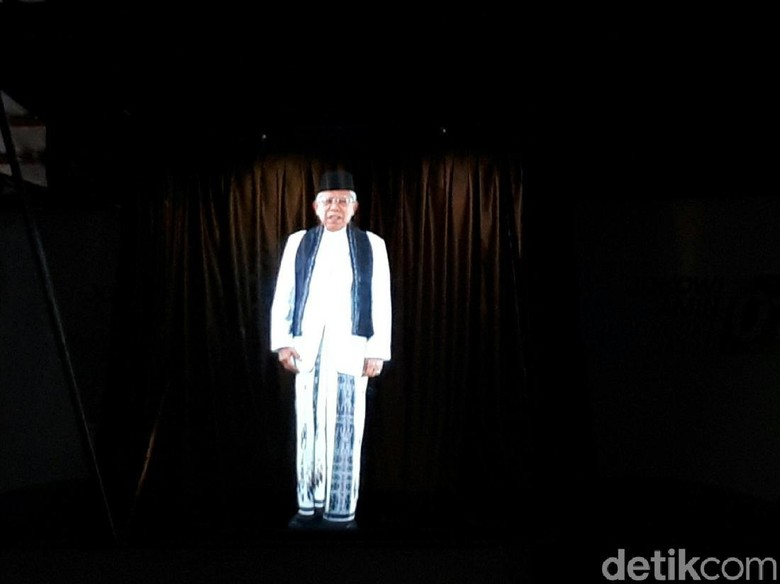 Sambil Salam Jempol, Maruf Amin Launching Kampanye Model Hologram