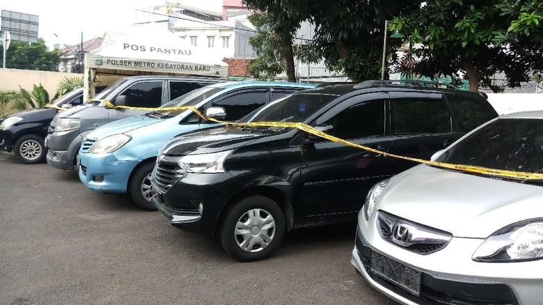 Otaki Pencurian Mobil Modus Rental, Seorang Wanita Diburu Polisi