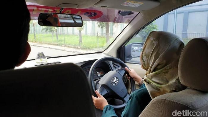 Ilustrasi mengemudi. (Foto: Luthfi Anshori/detikOto)