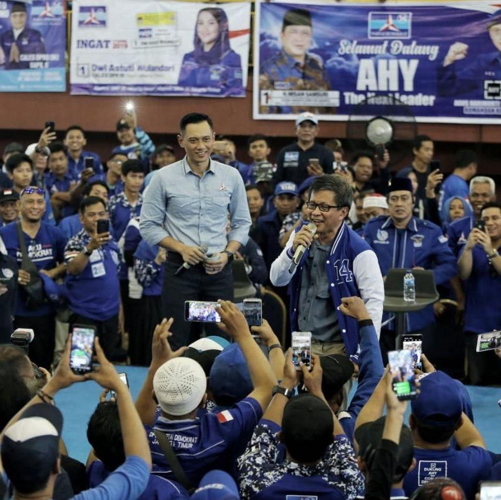Pakai Jaket Demokrat, Rocky Gerung: Kartu Tanda Anggota Menyusul